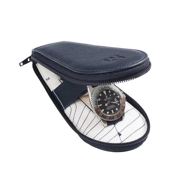 Voyageuse Geneva, leather pouch to transport your watch in style