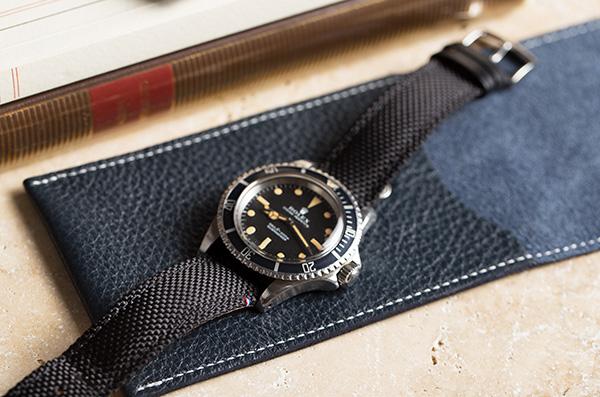 Bracelet Tampa noir en toile Cordura et cuir sur voyageuse cuir