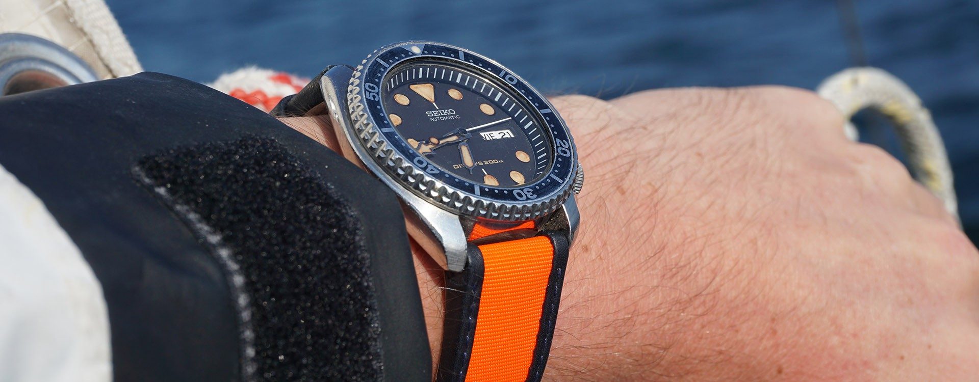Sailcloth watch strap: the technicality of sailing, the comfort of leather